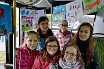 Děti v soutěži malovaly, čím by chtěly ve městě jezdit.