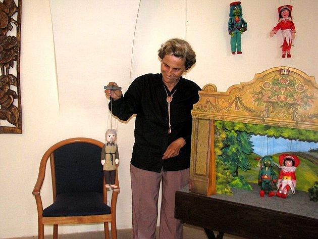 Zámek ve Staré Vsi nad Ondřejnicí je od pátečního večera místem výstavy loutek – tvorba manželů Kostelníkových.