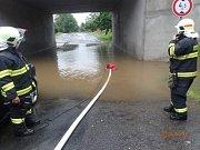 Z důvodu prudkých přívalových srážek byl zaplaven podjezd vOkružní ulici ve Frýdlantu nad Ostravicí pod silnicí I/56.