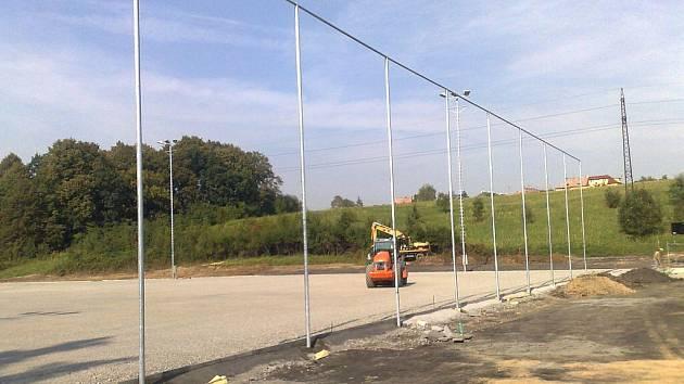 Rekonstrukce fotbalového areálu ve Stovkách.