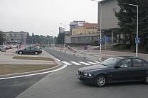 První úsek ulice 8. pěšího pluku v centru Místku, která prochází celkovou revitalizací, je téměř hotov, zbývá už jen dokončit drobné dodělávky.