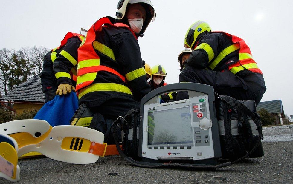 Zásah hasičů u nehody v Krmelíně.