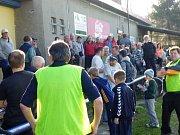 V Palkovicích zůstali lidé i po skončení zápasu. Vždyť se zde losovaly bulletiny, za které se daly vyhrát zajímavé ceny.