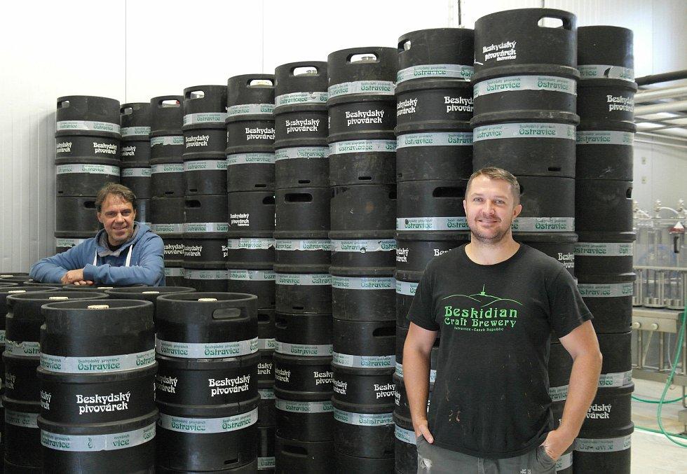 Voda z Lysé hory, to je základ už přibližně sedmi desítek různých  produktů pocházejících z Beskydského pivovárku v obci Ostravice. Dušan Holý vlevo.