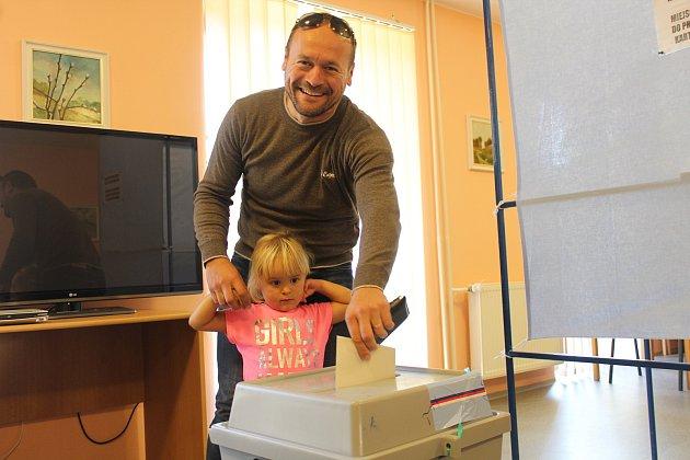 Volby 2018na Frýdecko-Místecku. Snímky zvolebních místností obcí Dolní Lomná, Hrádek a Vendryně