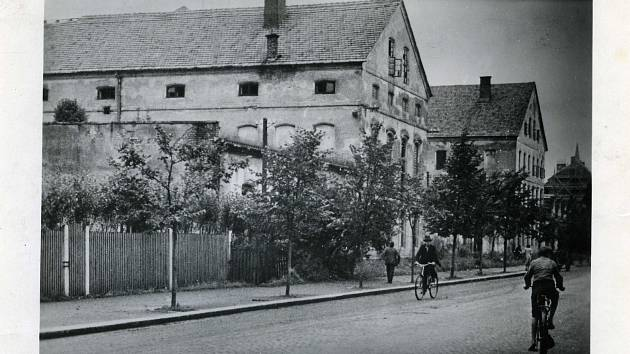 Tzv. Czajankova kasárna na Hlavní třídě v Místku v období nacistické okupace.