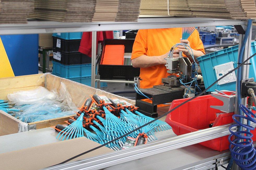 Společnost Ergon zaměstnává na 250 lidi se zdravotním handicapem. Výrobní haly jsou spojené se společností Steeltec (na snímcích také).