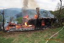 Požár roubenky v Ostravici.