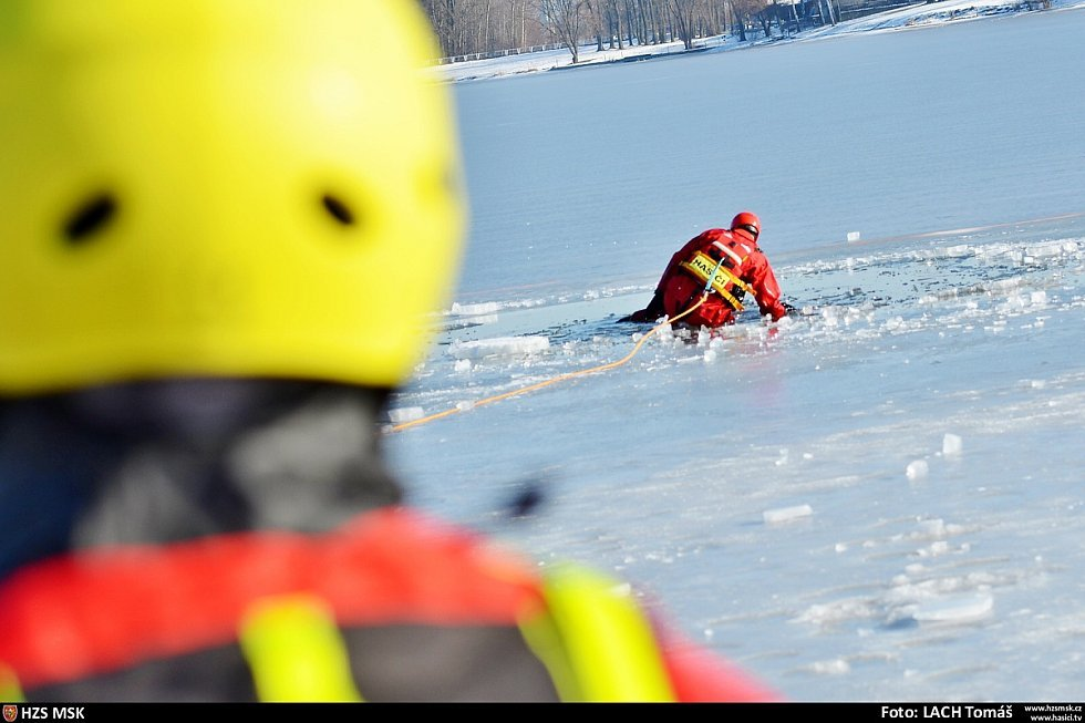 Cvičení hasičů na Olešné.