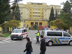 Anonymní oznámení bomby si vynutilo evakuaci pacientů třinecké nemocnice.