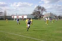 Fotbalistky Dobratic (světlejší dresy) sehrály nepovedené jaro.