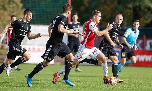 Třinečtí fotbalisté (včerném) těsně nestačili na Pardubice.