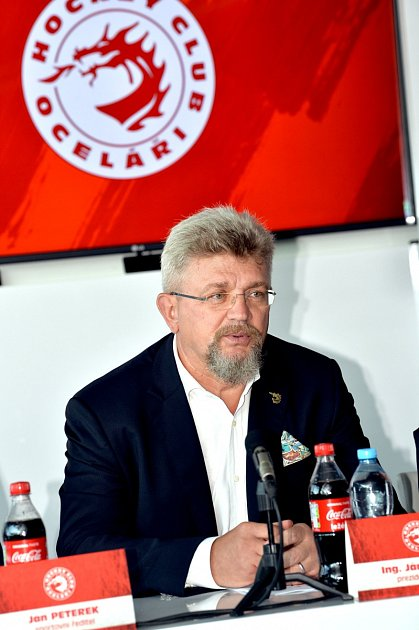 Prezident klubu Ján Moder, čelní představitel Třineckých železáren.