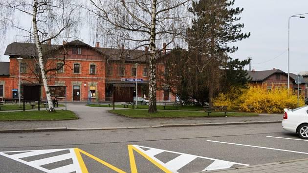 Nová parkovací místa vznikla před vlakovým nádražím ve Frýdku. Naleznete je u autobusové točny.