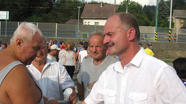 Petr Gawlas koordinoval protesty obyvatel na silnici I/11 v Hrádku