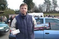 David Fikáček sbírá autíčka už od svých dětských let. Fotoaparátem jsme jej zachytili nedávno na motoristické burze v Bašce.