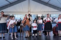 Dětská cimbálová muzika Ondřejníček při jednom ze svých vystoupení.