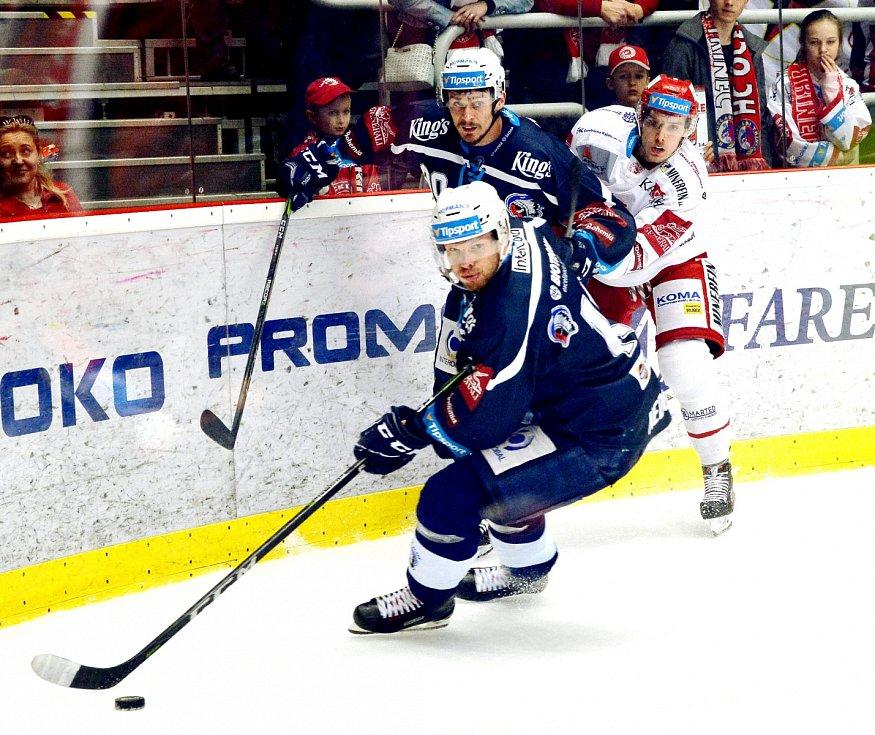 Oceláři (v bílém) vs. Plzeň