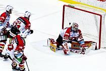 Třinec doma prohrál s Pardubicemi.