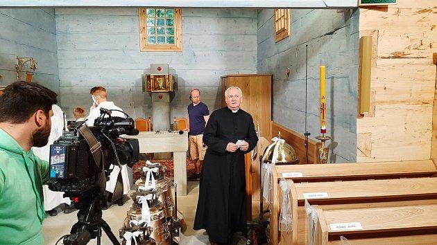 Vneděli 6.června se konala slavnostní svěcení repliky dřevěného kostel vGutech.