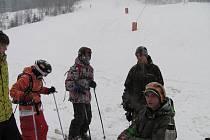 Ve Ski areálu Řeka v sobotu oficiálně odstartovala lyžařská sezona na obou sjezdovkách.