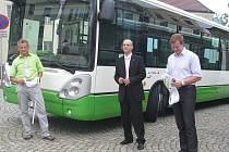 ČSAD Frýdek-Místek ve čtvrtek předalo městu dva nové nízkopodlažní vozy pro MHD.