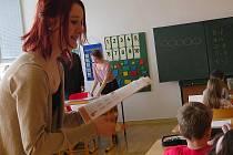 Den učitelů oslavili na 6. ZŠ ve Frýdku-Místku netradičním způsobem, měli Den naruby.