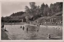 Koupaliště bylo vybudováno v roce 1934 v době hospodářské krize, a to jako možnost získání práce pro místní občany. Bylo hojně navštěvováno letními hosty, kteří na Hukvaldech v létě pobývali. Bylo využíváno až do roku 1979.
