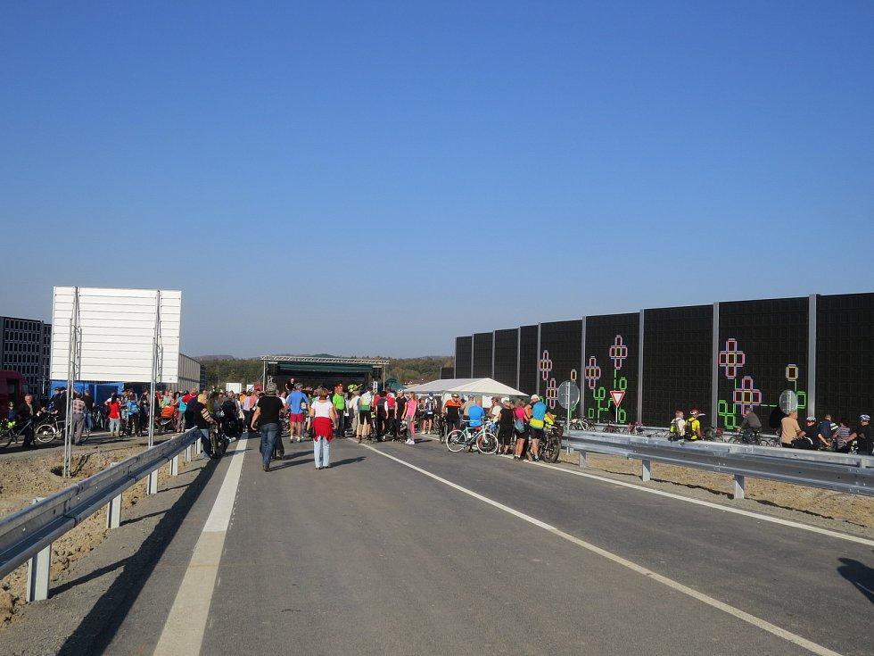 Slavnostní otevření obchvatu v úseku mezi Nebory a Bystřicí. Ilustrační foto.