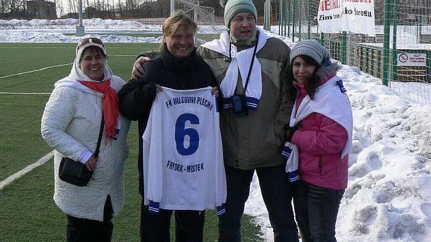 Martin Frýdek s dresem Frýdku-Místku.