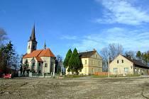 Původní centrum Dolních Domaslavic s kostelem.