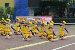 Bystřický máj přilákal stovky lidí. Viděli finále hasičské soutěže, představila se dechovka Bystřičanka a další hudebníci. S velkým úspěchem se setkalo vystoupení místních mažoretek.