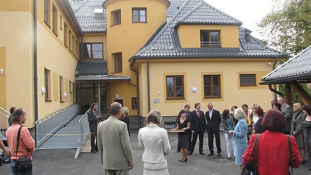 Ve Frýdku-Místku byl ve čtvrtek slavnostně otevřen nový azylový dům pro ženy a matky s dětmi – Sára.