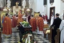 Ve frýdecko-místeckém kostele svatého Jana a Pavla se věřící naposledy rozloučili s řeckokatolickým knězem Vladimírem Poláčkem, který zemřel v sobotu 2. května 2009.