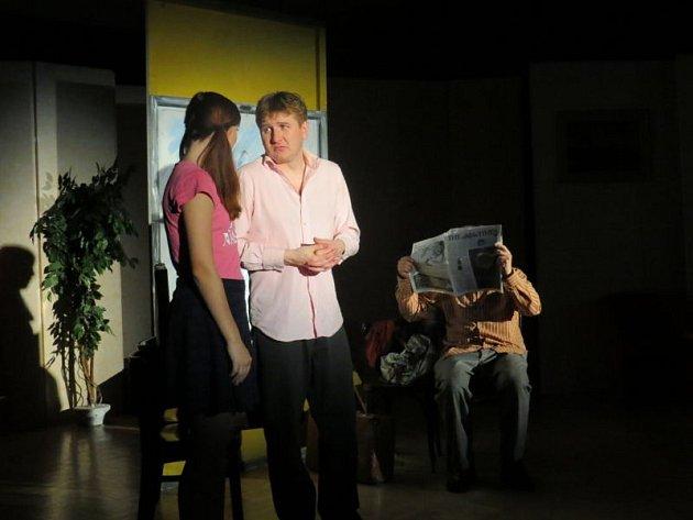 Divadelní soubor Chaos z Valašské Bystřice se v sobotu 5. dubna představil divákům v sále Základní umělecké školy ve Frýdlantu nad Ostravicí.