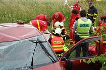 Dvě jednotky hasičů zasahovaly v úterý odpoledne v Hnojníku u nehody osobního automobilu Škoda Fabia.