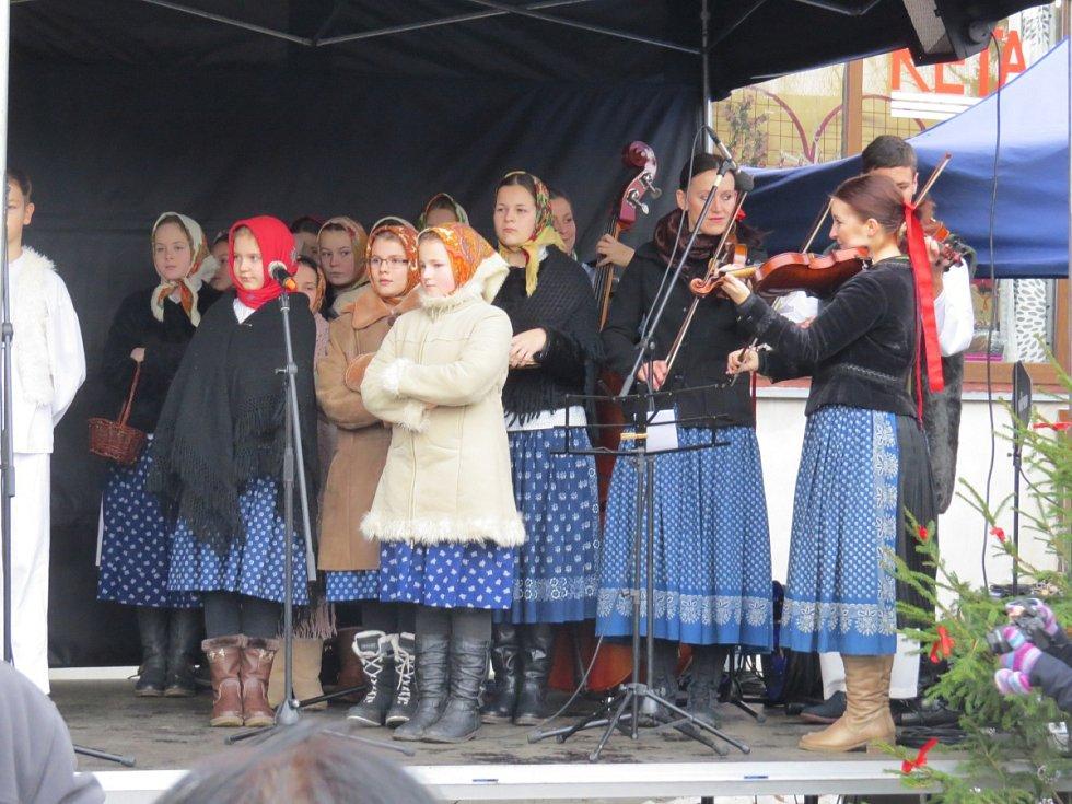 Mezinárodní festival adventních a vánočních zvyků, koled a řemesel Souznění v Kozlovicích.