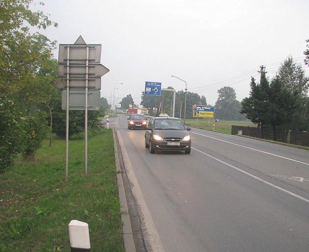 Silnice I/11 v Třinci-Oldřichovicích. Ilustrační foto.