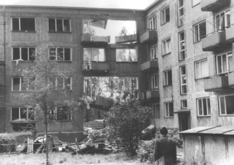 Následky výbuchu plynu v domě v Třinci v dnešní Jablunkovské ulici.