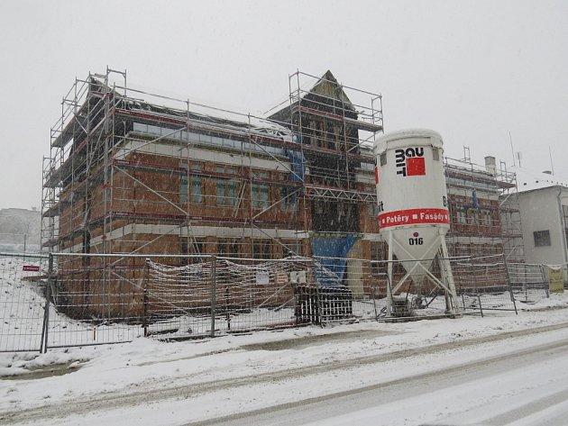 Stavba školy v Metylovicích.