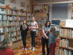Předání cen v kategorii mládež. Zleva: Terezie Pavlasová, Hana Viková, Kristýna Šircová a vítězka Anna Vícenová.