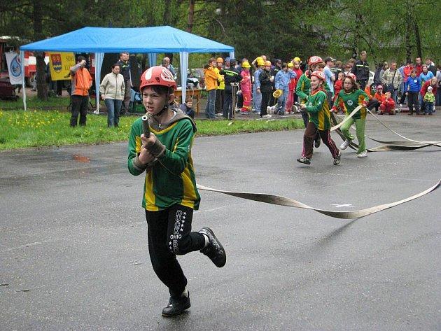 V Lučině v sobotu 1. května proběhnul letošní první závod ze seriálu Moravskoslezské ligy mladých hasičů v požárním útoku – Vachalíkův memoriál a Hasičský víceboj Lučina.