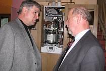 V hotelu Zlatý orel v Ostravici uvedli ve čtvrtek 29. března do provozu stirlingův motor, který dokáže z tepla vyrábět elektřinu.