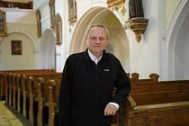 Farář Miroslaw Jesel působí v Pražmě už jedenáct let.