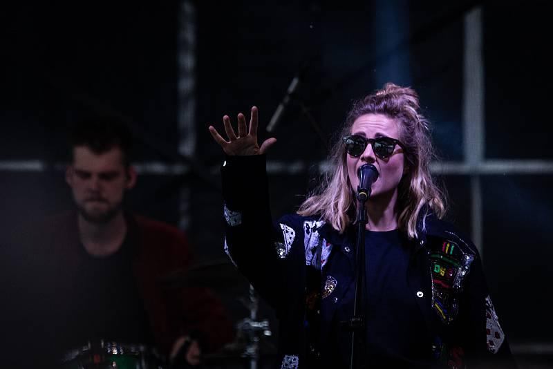 Festival FM City Fest, 12. července 2019 ve Frýdku-Místku. Na snímku Emma Smetana.