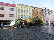 Na náměstí Svobody v Místku už je vánoční strom.