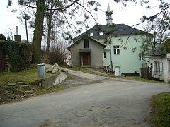 Celá budova školy už opět patří obci. Foto: archiv ÚZSVM