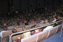 Třinecké kino funguje už 42 let, v příštích měsících bude v tomto sále zavedena digitální projekce. Nabídky firem bude město znát ještě v červnu.