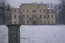 Památkově chráněný zámek v Hnojníku.
