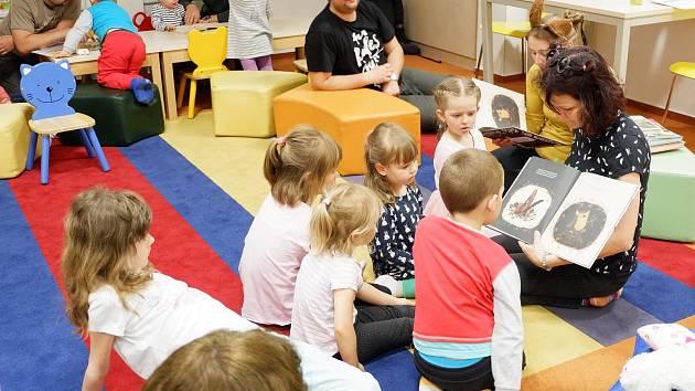 Čtěte v karanténě svým dětem, doporučuje ředitelka třinecké knihovny.